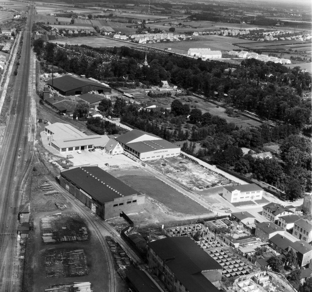 Luftbild Elmshorn Holzhandlung Emil Voss und kirchlicher Friedhof, Aug. 1954