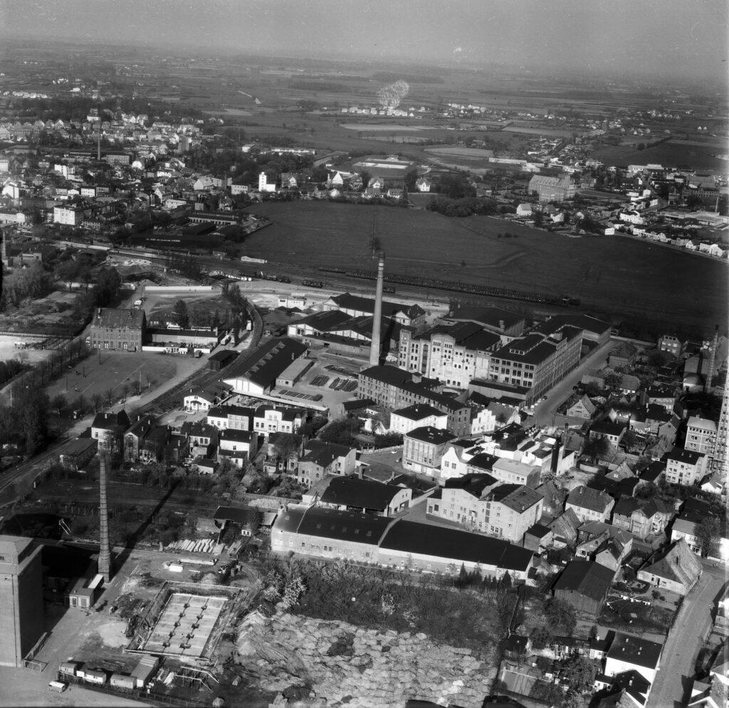 Luftbild Elmshorn Kaltenweide, Fritz Reuter Straße, Lederfabrk Metzger, Juni 1959