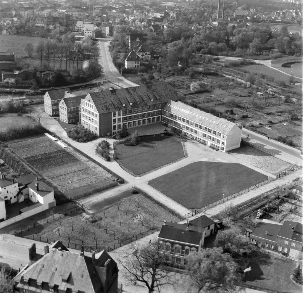 Luftbild Elmshorn, Berufsschule an der Straße Langelohe, vermutlich 1960