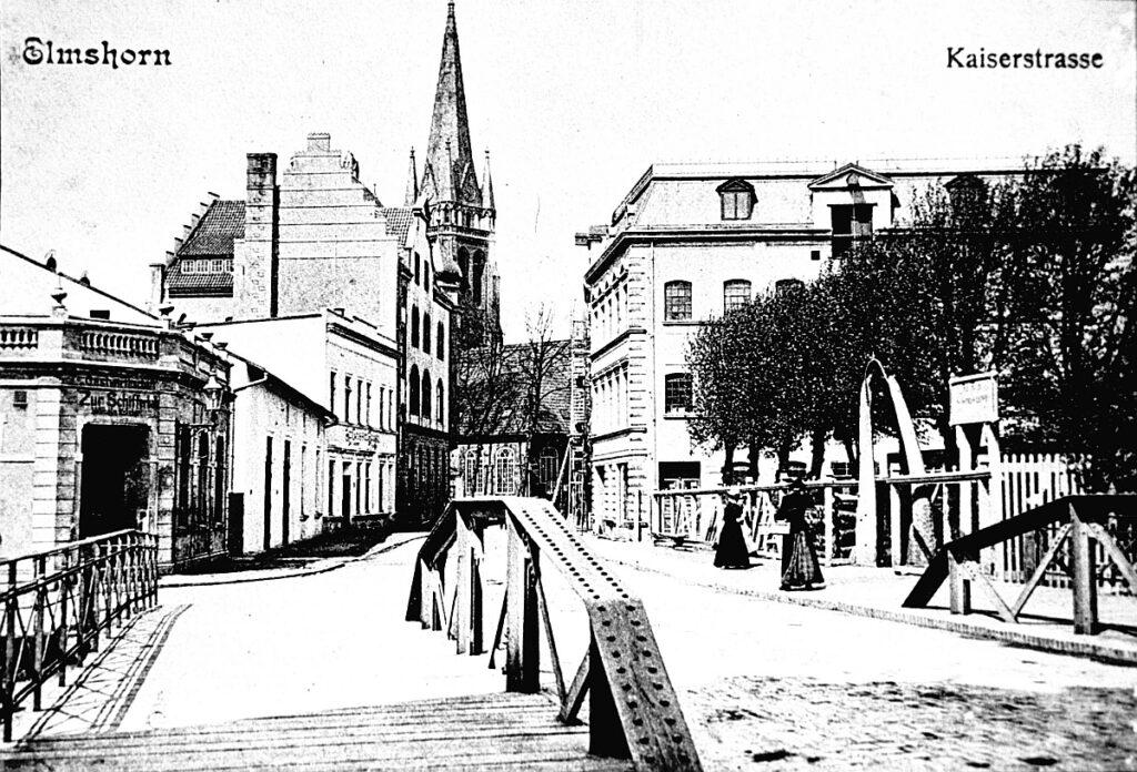 Kaiserstraße, Blickrichtung Kirche, rechts Walfischkiefer